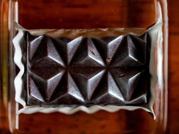 Gros plan sur du chocolat artisanal